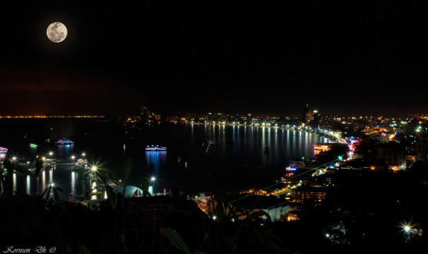 1318 | Nigth view over Pattaya harbor