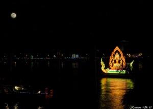 0106 | Lysskib fra waterfestival - Phnom Penh