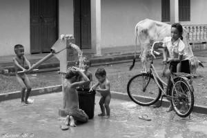 0108 | Vaskedag for børn og cykler - Phnom Penh